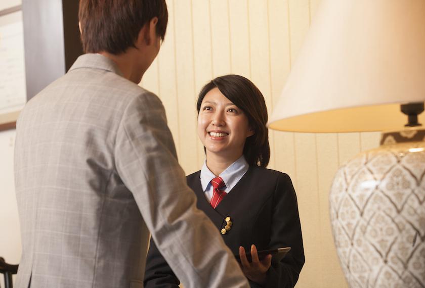 ホテルで中国語の通訳をしている女性
