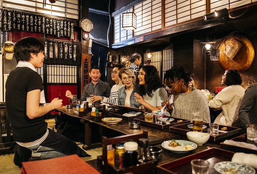 日本の居酒屋に訪れるインバウンド
